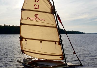 Beachable small sailboat