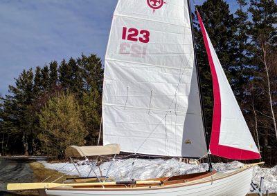 Trailerable sailing boat